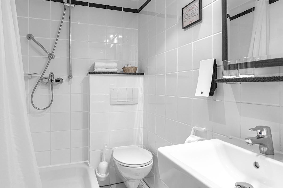 Badezimmer - ALL-INN HOTEL FRANKFURT ECO Einzel Zimmer